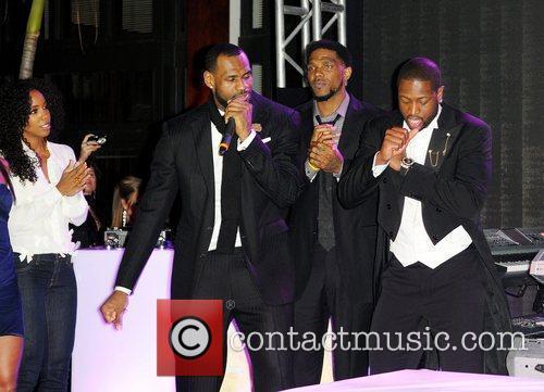 Kelly Rowland, Dwyane Wade and Lebron James 5