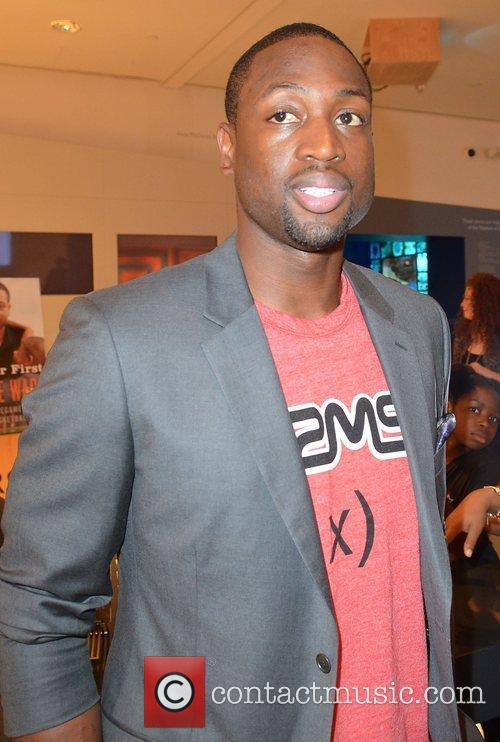 dwyane wade greets fans and signs copies 4065710