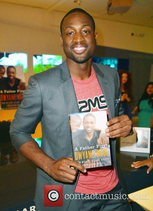 dwyane wade greets fans and signs copies 4065711