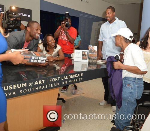dwyane wade greets fans and signs copies 4065712