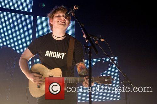 ed sheeran playing a headline gig at 5951600