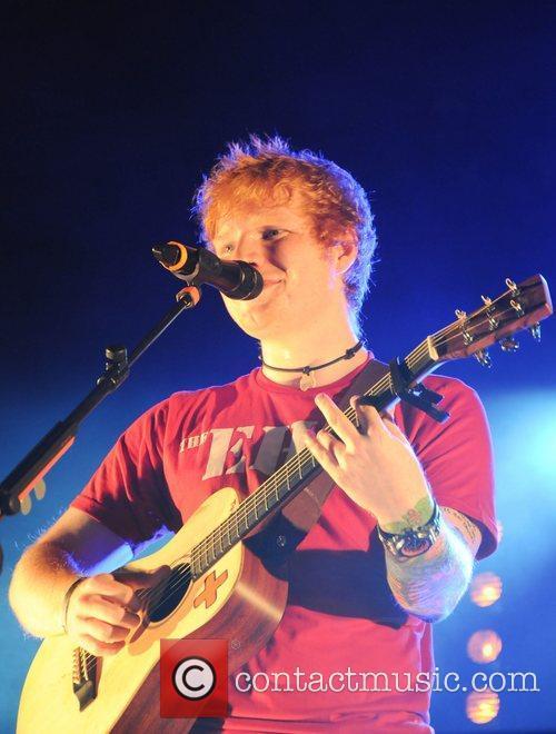 ed sheeran performing live at echo beach 4085431