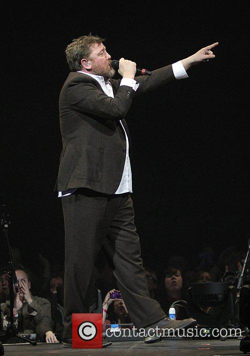 Guy Garvey, Elbow, O2 Arena