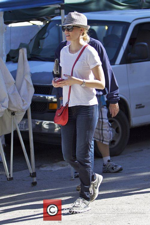 Elizabeth Banks and Farmers Market 8