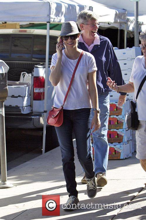 Elizabeth Banks and Farmers Market 1