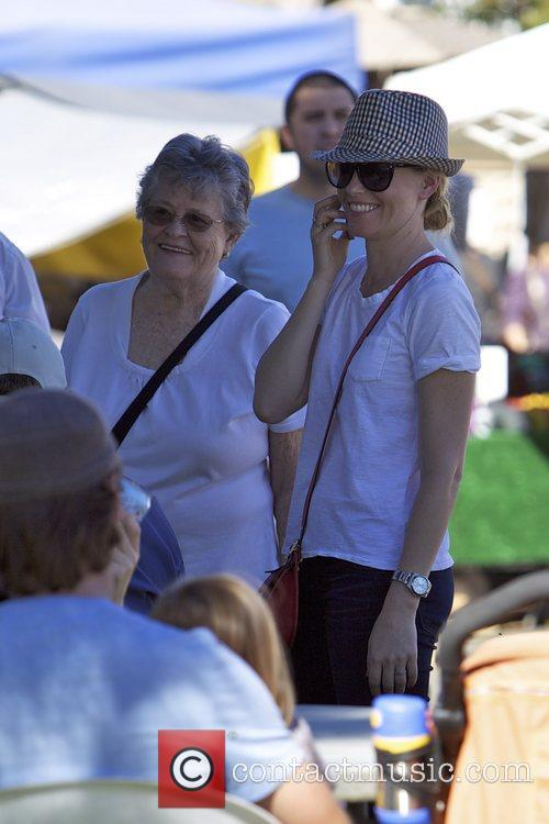Elizabeth Banks and Farmers Market 6