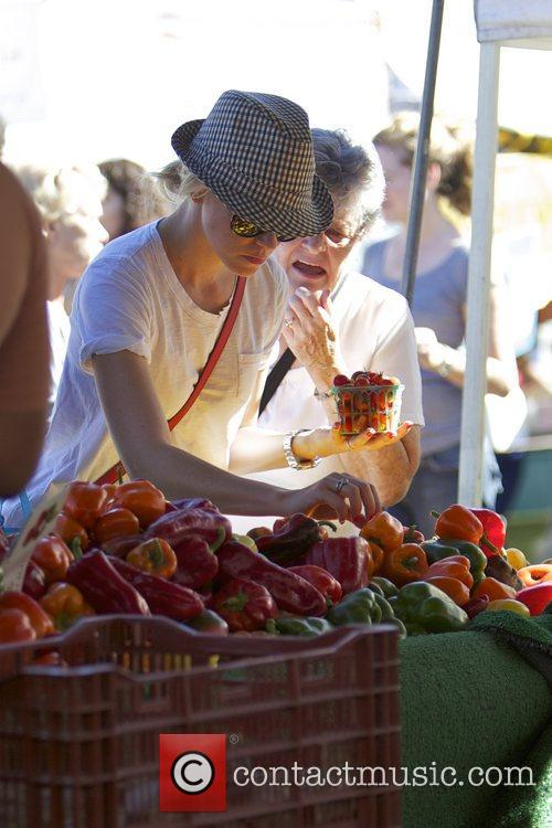 Elizabeth Banks and Farmers Market 3