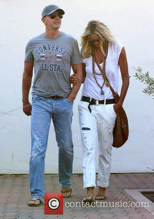 elle macpherson and her new boyfriend financier 4028800