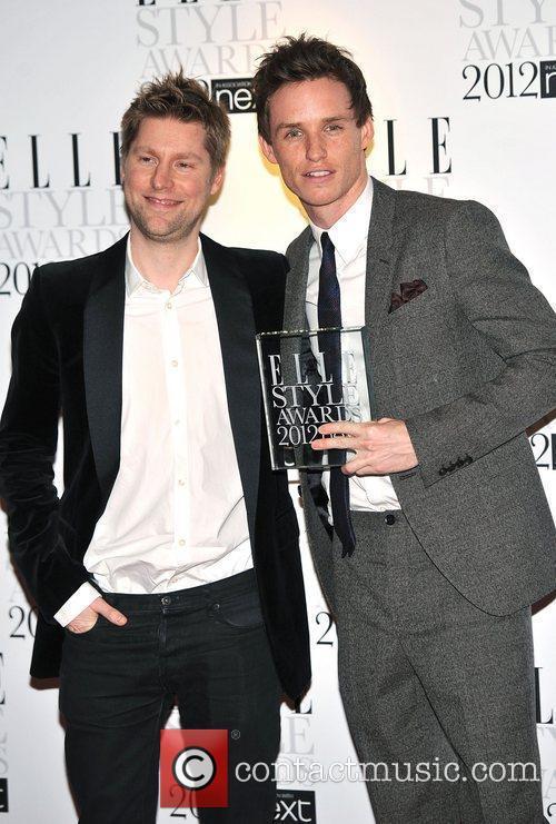 Eddie Redmayne (R) with his 'Best Actor' award...