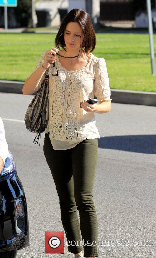Arrives at her hotel in Beverly Hills