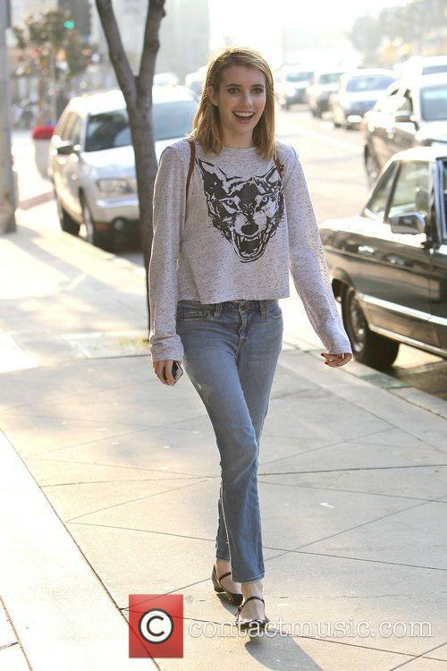 emma roberts seen getting a juice drink 3634500