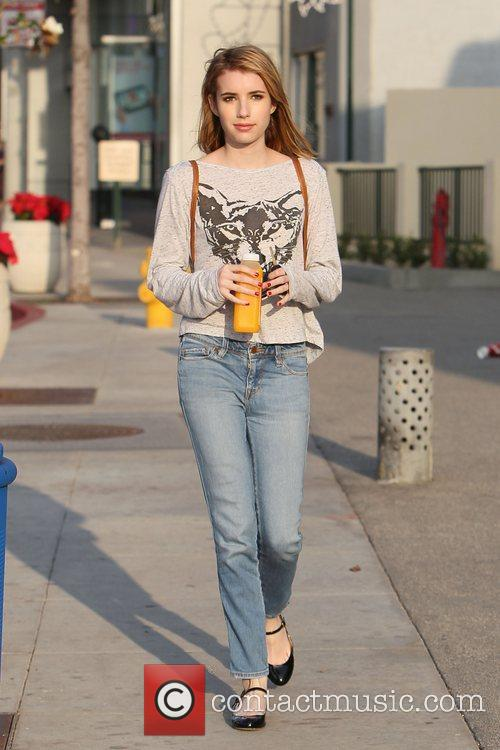 emma roberts seen getting a juice drink 3634502