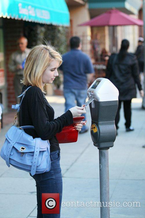 emma roberts pays her card into a 3675976