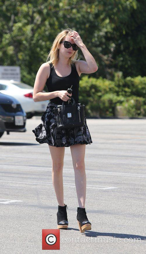 emma roberts arrives at the skin care 4049712