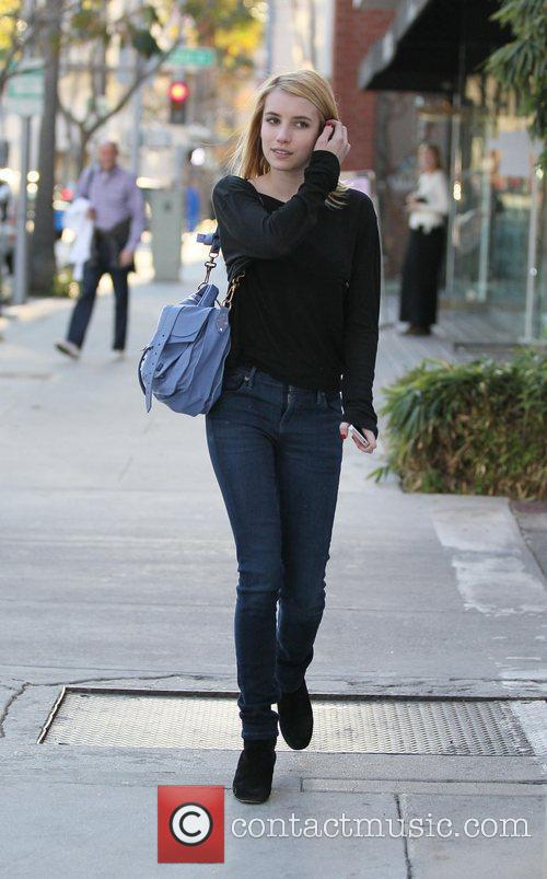 emma roberts heads to beverly hills nail 3675980