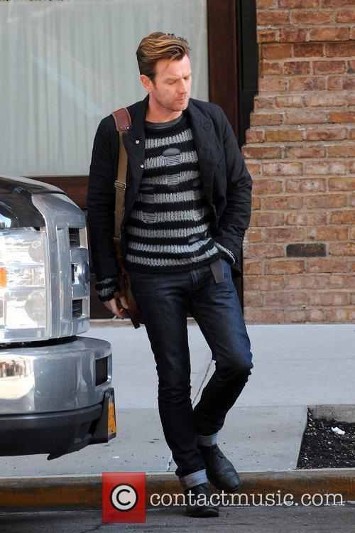 Ewan McGregor leaving his Manhattan hotel with turn...