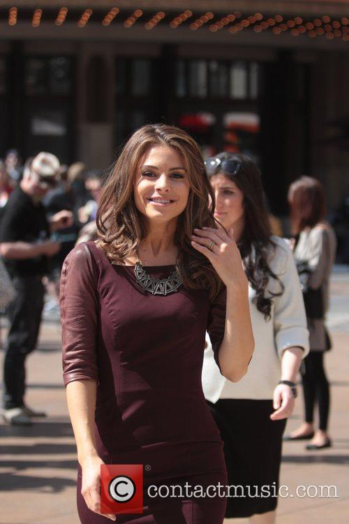 host maria menounos at the grove to 5812826