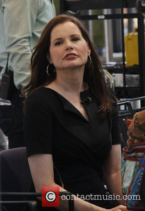 geena davis visits extra at the grove 4048788