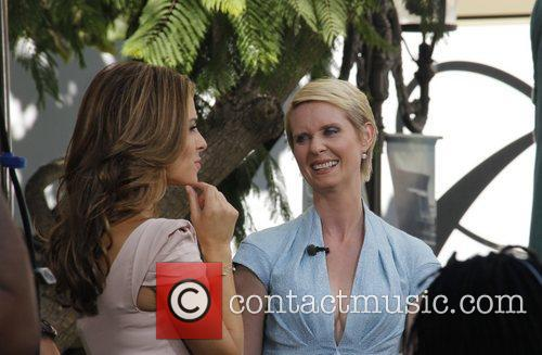 Cynthia Nixon and Maria Menounos 4
