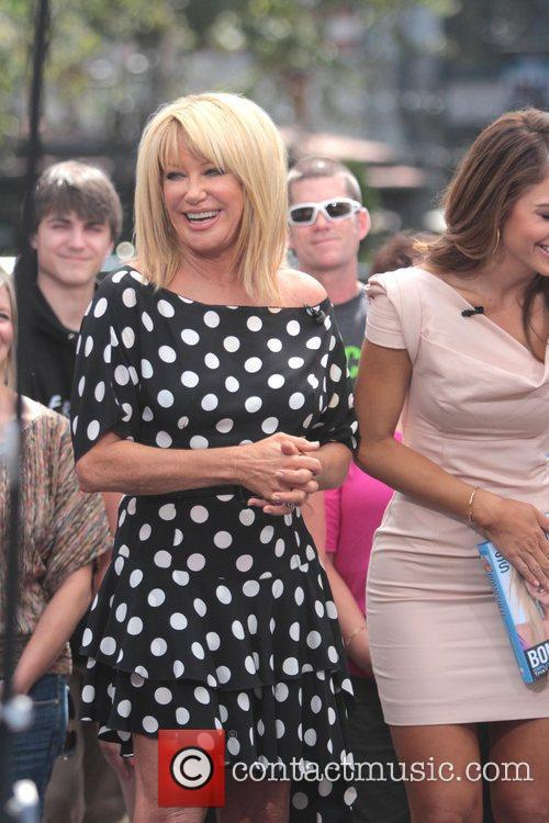 Suzanne Somers and Maria Menounos 6