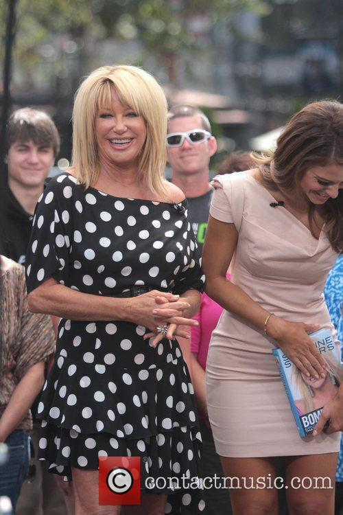 Suzanne Somers and Maria Menounos 7