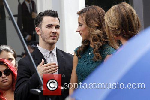 Kevin Jonas, Danielle Deleasa and Maria Menounos 3