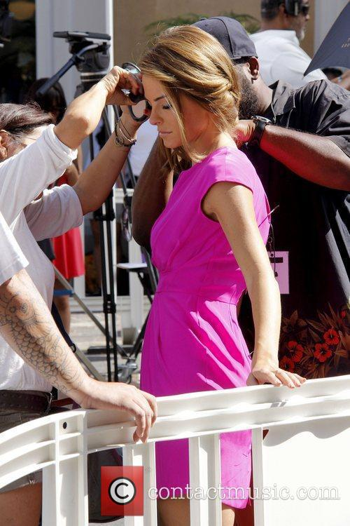 maria menounos getting her make up touched 5894542