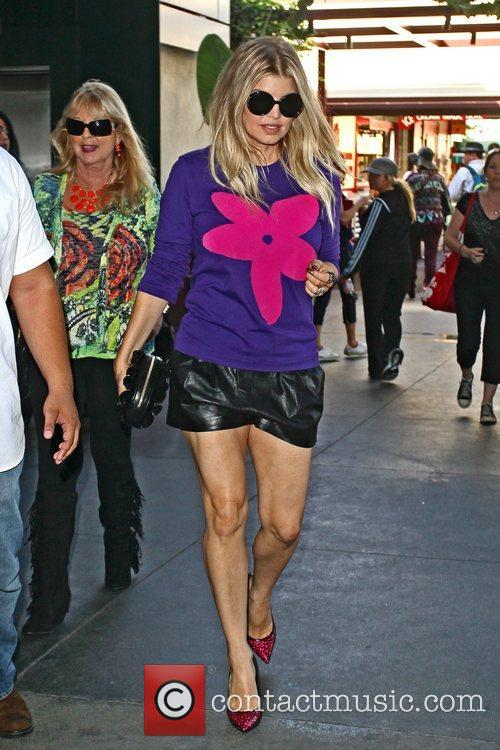 fergie seen arriving at the grove to 5934317