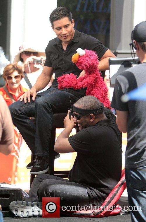 Mario Lopez, Kevin Clash and Elmo 2