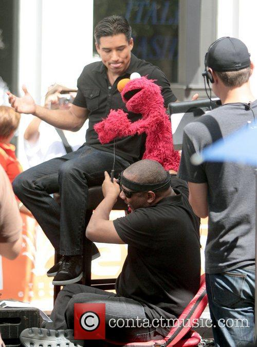 Mario Lopez, Kevin Clash and Elmo 1