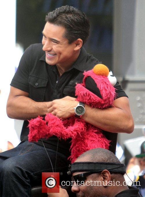 Mario Lopez, Kevin Clash and Elmo 5
