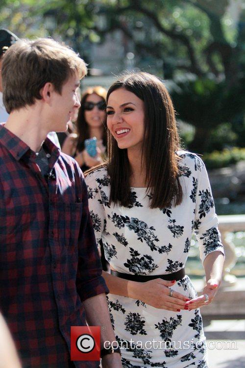 Thomas Mann and Victoria Justice 4