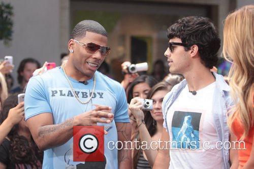Nelly and Joe Jonas 25