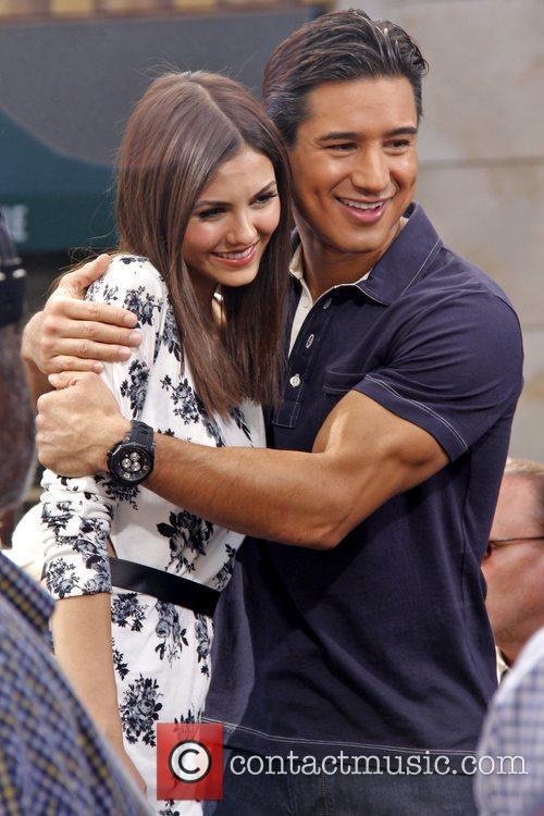 Victoria Justice and Mario Lopez 9