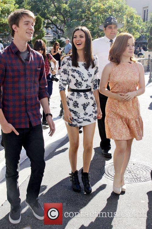 Victoria Justice, Thomas Mann and Jane Levy 10