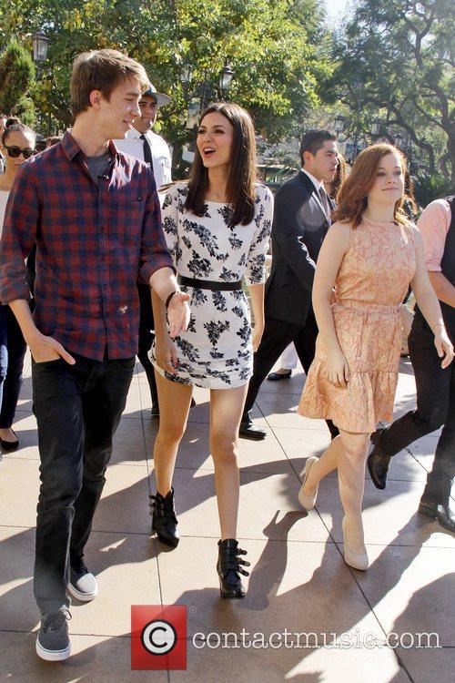 Victoria Justice, Thomas Mann and Jane Levy 7