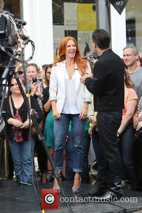 Poppy Montgomery and Mario Lopez 9