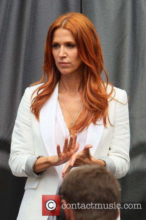 poppy montgomery appear on the entertainment news 5833121
