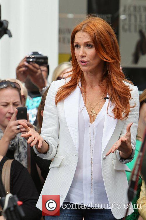 poppy montgomery appear on the entertainment news 5833128