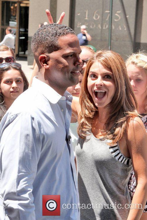 Maria Menounos and Aj Calloway 5