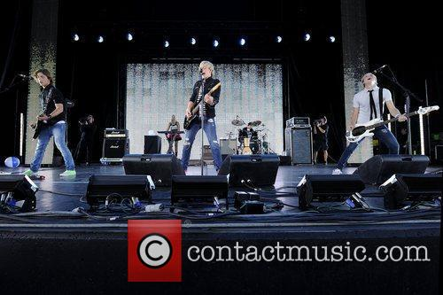 R5   performs at Molson Canadian Amphitheatre...