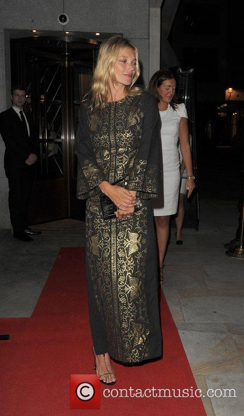 kate moss fashion for relief party held 4027073
