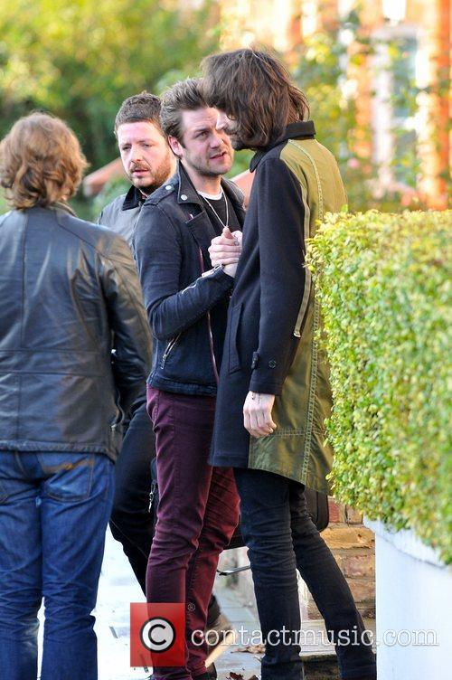 kasabian leaving fearne cottons house after her 3664002