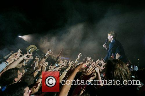 kaiser chiefs performing live at 2nd festival 3998962