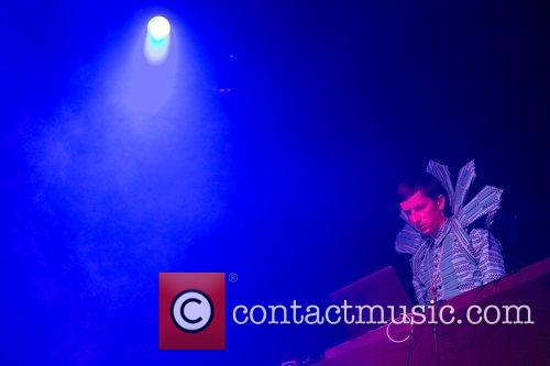 Totally Enormous Extinct Dinosaurs performing live at Festival...