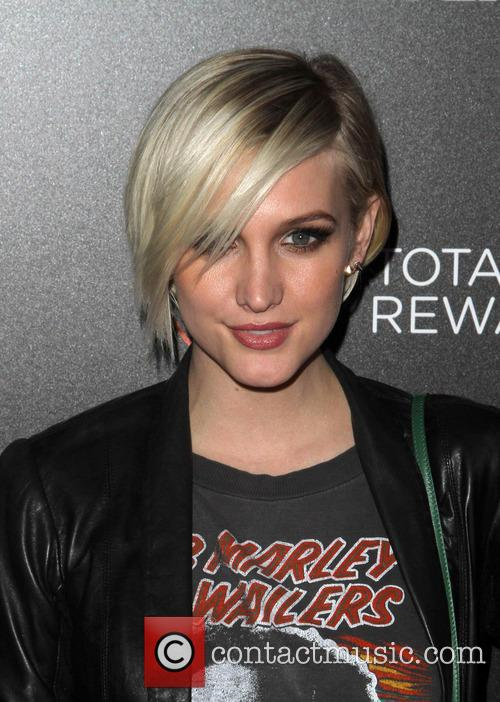 File Photo * ASHLEE SIMPSON SPLITS FROM VINCENT...