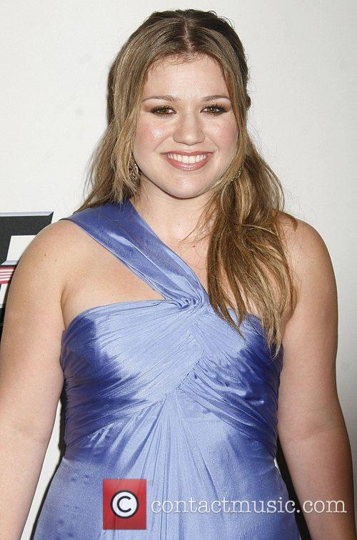 File Photo**  KELLY CLARKSON IS ENGAGED Pop...