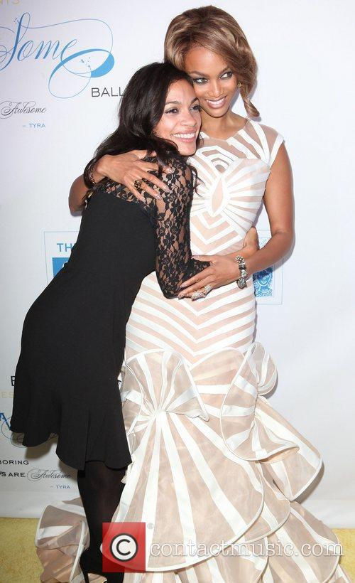 rosario dawson tyra banks at the flawsome 4133486