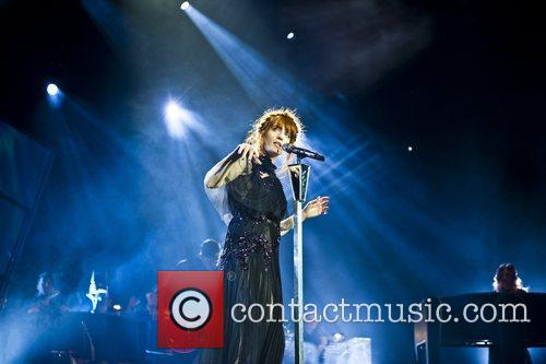 Florence Welch, The Machine and Arena 9