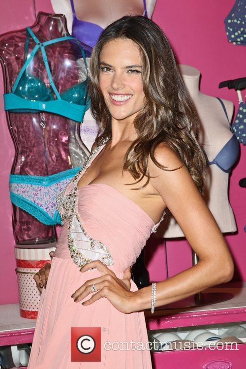 Alessandra Ambrosio 32